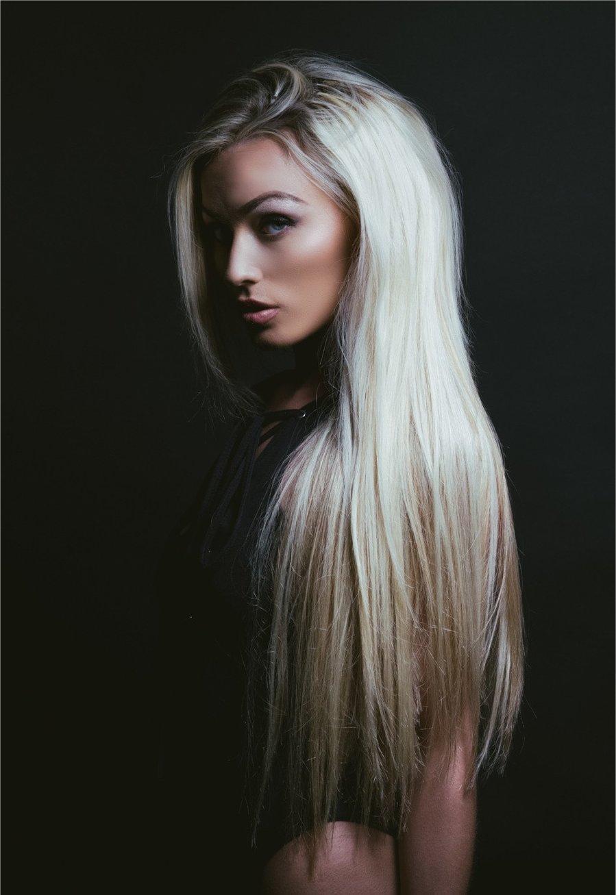 YESENIA: Sexy long blonde hair